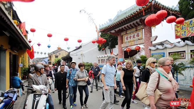Từ ngày 15/2-18/2/2018 (tức từ 30 tháng Chạp đến Mồng 3 Tết Mậu Tuất), du khách đến tham quan phố cổ Hội An sẽ được miễn phí vé tham quan phố cổ.