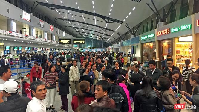 trong dịp Tết Nguyên đán Mậu Tuất 2018, Đà Nẵng đã đón 296.972 lượt du khách đến tham quan, tăng 14% so với cùng kỳ năm 2017.