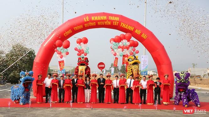 Sáng 29/03, nhân kỷ niệm 43 năm ngày Giải phóng TP Đà Nẵng, UBND TP.Đà Nẵng đã chính thức khánh thành tuyến đường Nguyễn Tất Thành nối dài.