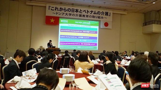"""Hội thảo """"Điều dưỡng Việt Nam và Nhật Bản trong tương lai"""" với sự nỗ lực đào tạo Điều dưỡng tại Đại học Đông Á do Học viện điều dưỡng Nanakamado và Đại học Đông Á đồng tổ chức với sự tham gia của hơn 80 cơ sở y tế tại Hokkaido và sự hiện diện của đại diện"""