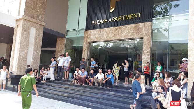Vào khoảng 12h30 trưa 29/4, một vụ hỏa hoạn đã xảy ra tại chung cư cao cấp Fhome (số 16 Lý Thường Kiệt, Đà Nẵng) khiến hàng trăm người sống trong chung cư này hốt hoảng chạy ra ngoài.
