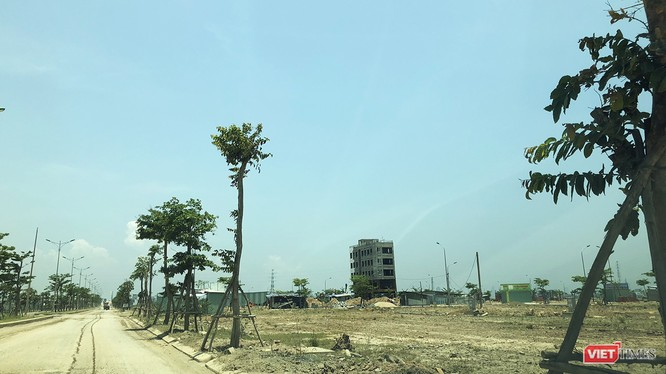 Thị trường BĐS, thì Đà Nẵng đang tồn tại tình trạng lách luật, lách thuế khi các bên sử dụng hình thức đặt cọc trong mua bán BĐS, nhất là nguy cơ xảy ra các vấn đề pháp lý phát sinh khó kiểm soát.