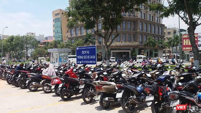 Chủ trương thu phí giữ xe tại các bãi xe công công của Đà Nẵng nhằm tăng thu ngân sách đang vấp phải ý kiến của người dân.