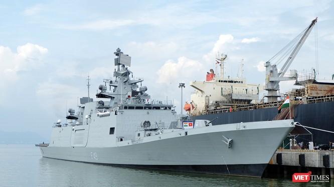 Tàu Hải quân Ấn Độ trong một chuyến thăm Đà Nẵng vào năm 2015