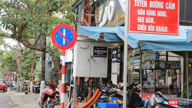 UBND TP Đà Nẵng vừa có văn bản thống nhất với đề xuất của Sở GTVT cho phép cắm biển cấm đỗ xe theo ngày chẵn lẻ tại 10 tuyến đường mới trên địa bàn.