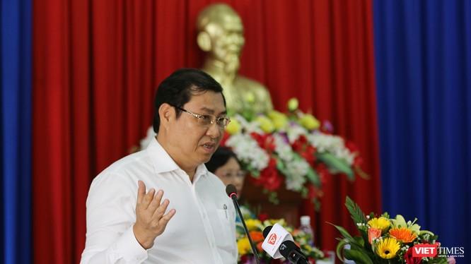 Ông Huỳnh Đức Thơ, Chủ tịch UBND TP Đà Nẵng tại Hội nghị tiếp xúc cử tri chuẩn bị cho Kỳ họp thứ 7, HĐND TP.Đà Nẵng khóa IX được tổ chức sáng ngày 1/6