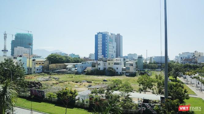 """Dự án Trung tâm Thương mại, khách sạn và căn hộ cao cấp Viễn Đông Meridian tại địa chỉ số 84 Hùng Vương (quận Hải Châu, Đà Nẵng), một trong những dự án """"treo kỷ lục"""" tại Đà Nẵng"""