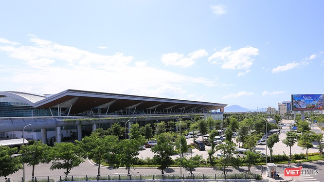 Trước tốc độ tăng trưởng hành khách qua cảng, Nhà ga hành khách quốc tế sân bay Đà Nẵng đang đứng trước nhu cầu mở rộng, nâng công suất phục vụ.