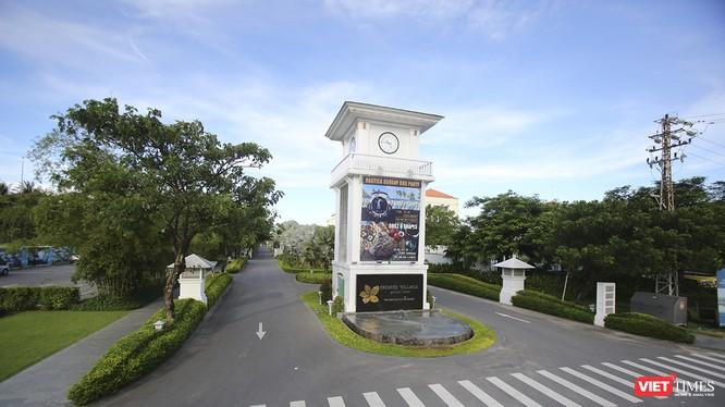 UBND TP Đà Nẵng yêu cầu thu hồi 6.680m2 đất của dự án Khu biệt thự nghỉ dưỡng du lịch cao cấp Sunrise tại khu vực cuối đường Hồ Xuân Hương để mở lối xuống biển phục vụ công cộng, nhưng không hình thành bãi tắm công cộng