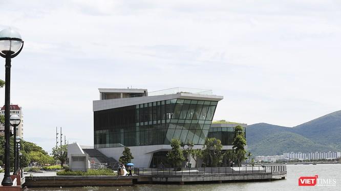 Dự án nhà hàng - bến du thuyền phía nam Cảng Sông Hàn (đường Bạch Đằng, quận Hải Châu) với tổng diện tích hơn 4.082m2 (cả diện tích đất và mặt nước) của Công ty TNHH IVC.