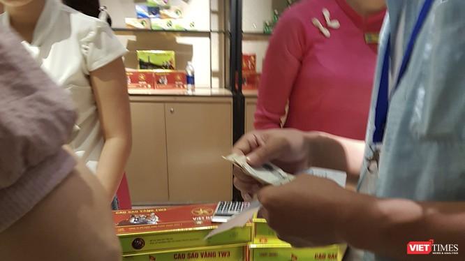 Khách du lịch Trung Quốc tại Đà Nẵng thanh toán mua hàng bằng ngoại tệ