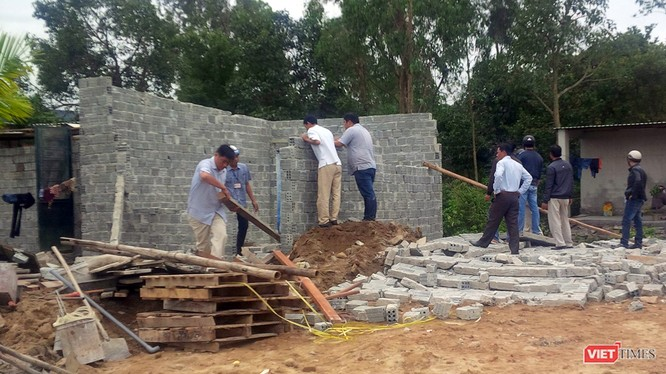 Lực lượng chức năng cưỡng chế công trình xây dựng trái phép tại khu vực Dự án Ga Đường sắt Đà Nẵng