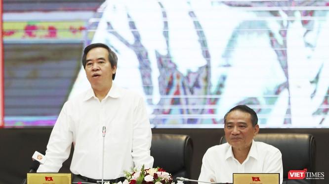Ủy viên Bộ Chính trị, Trưởng Ban Kinh tế Trung ương Nguyễn Văn Bình phát biểu tại Hội thảo Xây dựng và phát triển TP Đà Nẵng trong thời kỳ công nghiệp hóa - hiện đại hóa đất nước, sáng 10/8.