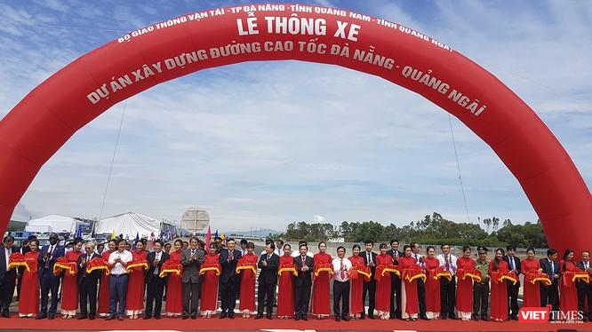 Sáng ngày 2/9, Bộ Giao thông vận tải cùng đại diện lãnh đạo bộ ngành Trung ương và các địa phương đã chính thức thông tuyến cao tốc Đà Nẵng-Quảng Ngãi.