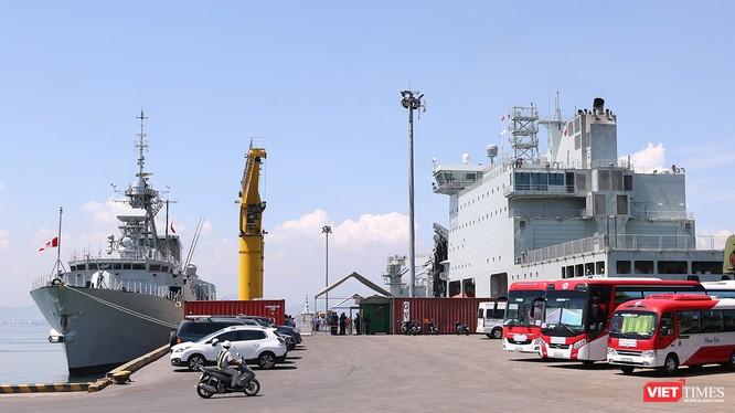 Đội tàu Hải quân Hoàng Gia Canada (HMCS) tại cảng Tiên Sa - Đà Nẵng.