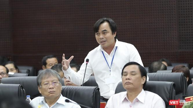 Ông Tô Văn Hùng - tân Giám đốc Sở TN-MT trả lời ý kiến cử tri liên quan đến tình trạng ô nhiễm trên địa bàn TP Đà Nẵng.