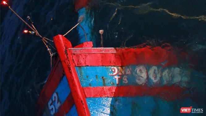 """Tàu cá của ngư dân Việt Nam từng bị tàu """"lạ"""" đâm chìm trên Biển Đông đã đánh dấu cho những xung đột tranh chấp đang diễn biến phức tạp."""