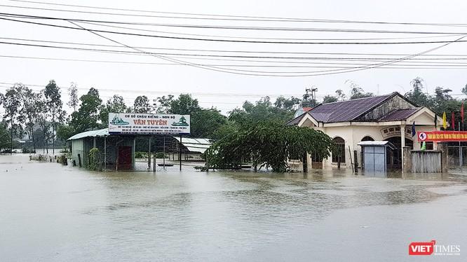 Nhiều huyện trên đại bàn tỉnh Quảng Nam bị ngập úng nặng nề do mưa lớn kéo dài