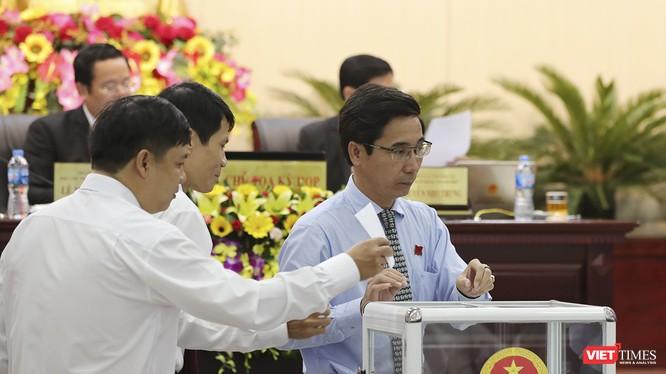 Chủ tịch HĐND Đà Nẵng kiến nghị xem việc giải tỏa đền bù là nhiệm vụ quan trọng và cần đưa tiêu chí này vào đánh giá năng lực lãnh đạo của Chủ tịch các quận huyện