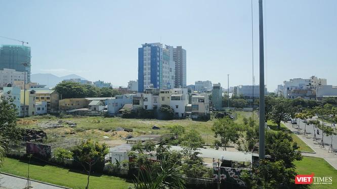 Hiện trạng Dự án xây dựng văn phòng và căn hộ cao cấp Viễn Đông Meridian (Công ty cổ phần địa ốc Viễn Đông Việt Nam tại 84 Hùng Vương, phường Hải Châu 1, quận Hải Châu) treo chục năm nay