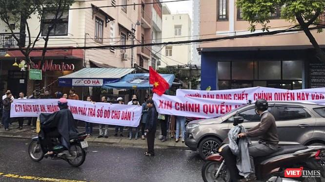 Sau gần 6 tháng thụ lý vụ án, TAND quận Hải Châu đã có thông báo mời 255 khách hàng đến tòa với vai trò là bên thứ 3
