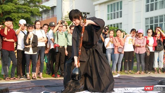 Hàng chục các hoạt động giao lưu, kết nối về văn hóa, ẩm thực,…giữa 2 nền văn hóa Việt-Nhật đã được sinh viên thể hiện bằng tình yêu và sự hứng khởi đã diễn ra liên tục trong ngày 21/3