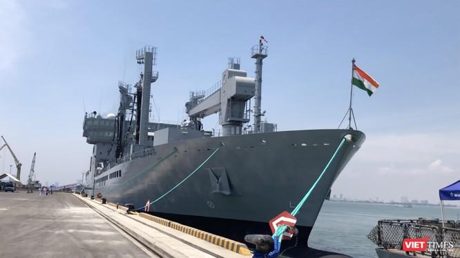 Tàu hậu cần Shakti tại Cảng Tiên Sa trong khuôn khổ chuyến thăm của của đội tàu Hải quân Ấn Độ đến Đà Nẵng là vào tháng 5/2018.