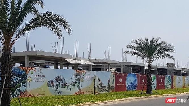 Cụm công trình Khu biệt thự Song Lập tại Khu đô thị số 6 được DanaHome Land xây dựng đến sàn tầng 1 nhưng không có thiết kế bản vẽ thi công công trình được cấp có thẩm quyền phê duyệt.