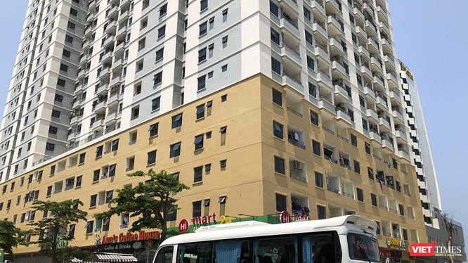 """Mặc dù đã gần giữa tháng 4/2019, nhưng việc tháo dỡ các hạng mục sai phép tại công trình Tổ hợp khách sạn và căn hộ cao cấp Mường Thanh Sơn Trà vẫn """"án binh bất động""""."""