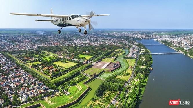 """Hành trình bay """"ngắm cảnh"""" sẽ khởi hành tại Sân bay Quốc tế Đà Nẵng, hạ cánh tại Sân bay Quốc tế Phú Bài và ngược lại, nhằm tạo ra trải nghiệm mới lạ đối với du lịch khu vực miền Trung."""