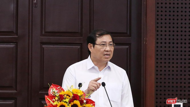 """Ông Huỳnh Đức Thơ, Chủ tịch UBND TP Đà Nẵng phát biểu tại Chương trình """"Hội đồng nhân dân với cử tri"""" lần thứ 5 diễn ra sáng 15/5."""