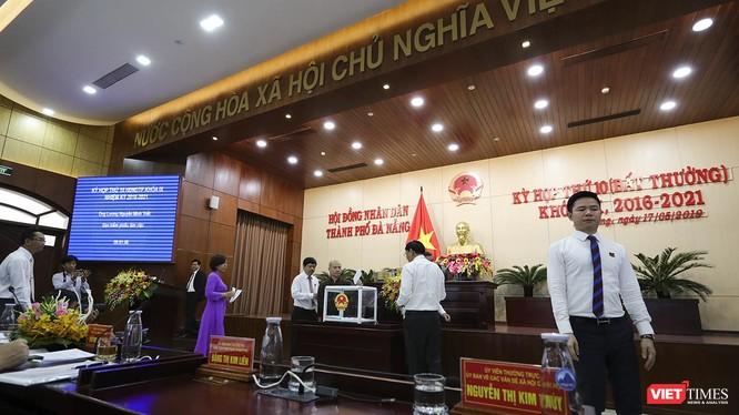Các đại biêủHĐND TP Đà Nẵng bỏ phiếu miễn nhiệm các chức danh để phục vụ côg tác nhân sự, hợp nhất 3 văn phòng ĐBQH-HĐND-UBND TP.