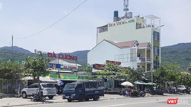 Theo ông Hoàng Công Thanh-Phó Chủ tịch UBND quận Sơn Trà, các trường hợp nhà hàng quán ăn xây dựng không phép này đã tồn tại từ lâu