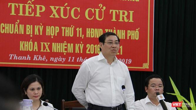 Ông Huỳnh Đức Thơ-Chủ tịch UBND TP Đà Nẵng tại buổi tiếp xúc cử tri diễn ra chiều ngày 11/6 tại UBDN quận Thanh Khê