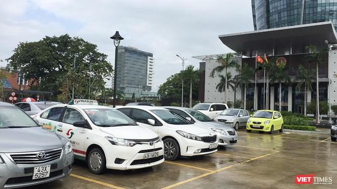 UBND TP Đà Nẵng đang giao cho các Sở ban ngành xem xét việc điều chỉnh tăng phí trước bạ đối với xe ô tô con dưới 9 chỗ ngồi cao hơn hiện tại