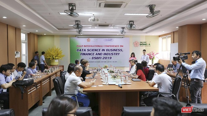Tiến sĩ Nguyễn Thị Anh Đào, Chủ tịch HĐQT Trường ĐH Đông Á phát biểu chào mừng Hội thảo DSBFI 2019 diễn ra tại Đà Nẵng