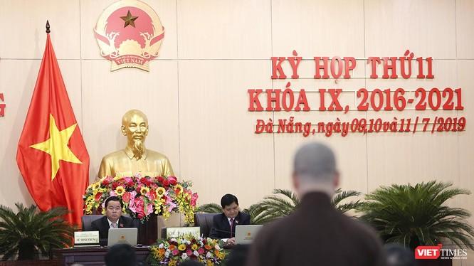 Đại biểu HĐND TP phát biểu ý kiến trong phiên thảo luận tại hội trường liên quan đến vấn đề môi trường và thực hiện xây dựng TP môi trường của Đà Nẵng