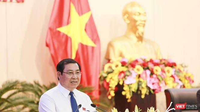 Ông Huỳnh Đức Thơ-Chủ tịch UBND TP Đà Nẵng tại phát biểu tiếp thu và giải trình các nội dung qua thẩm tra của các Ban HĐND TP và nội dung việc thảo luận, chất vấn, trả lời chất vấn tại kỳ họp thứ 11 HĐND TP Đà Nẵng khóa IX diễn ra hôm 11/7.