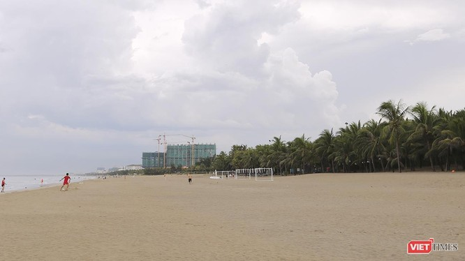 Cơ quan chức năng Đà Nẵng vừa phát hiện 14 khu nghỉ dưỡng, resort ven biển du lịch Đà Nẵng trên địa bàn quận Ngũ Hành Sơn xây dựng công trình trái phép trong vệt 50m khu vực bãi cát công cộng