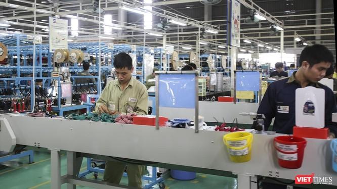 Công nhân ngành cơ khí với tỷ lệ có việc làm sau ra trường cao đang làm việc tại phân xưởng lắp ráp ô tô