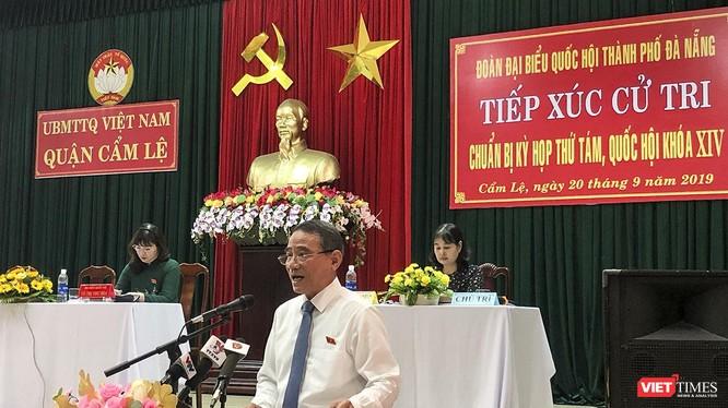 Ông Trương Quang Nghĩa, Bí thư Thành ủy Đà Nẵng, trưởng đoàn ĐBQH TP Đà Nẵng phát biểu tại buổi tiếp xúc cử tri quận Cẩm Lệ