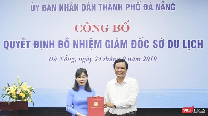 Bà Trương Thị Hồng Hạnh nhận quyết định bổ nhiệm giám đốc Sở Du lịch Đà Nẵng