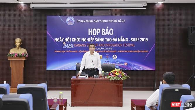 Ông Lê Trung Chinh, Phó Chủ tịch UBND TP Đà Nẵng chủ trì buổi Họp báo.