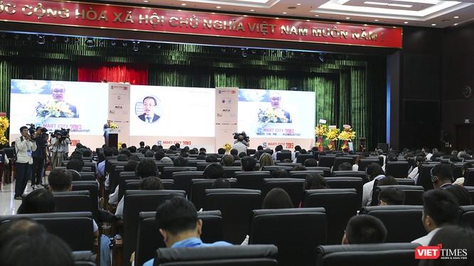 """Hội nghị thượng đỉnh """"Thành phố (TP) thông minh 2019 - Smart City Summit 2019"""" diễn ra tại Đà Nẵng vơi sự tham dự của gần 600 đại biểu đến từ các hiệp hội CNTT, phần mềm; các doanh nghiệp trong và ngoài nước tham dự."""