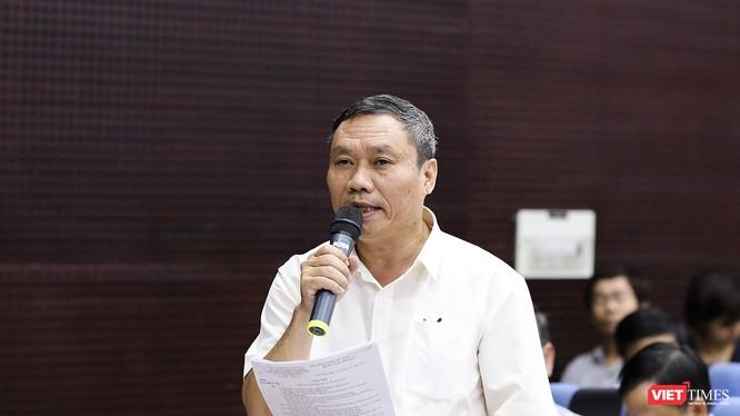 Ông Mai Tấn Linh – Phó Giám đốc Sở GD&ĐT Đà Nẵng trả lời câu hỏi của phóng viên VietTimes tại buổi họp báo