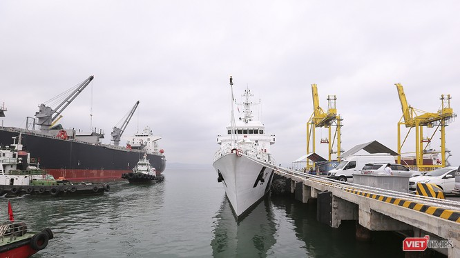 Cảng Tiên Sa đang đón tàu