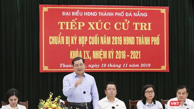 Ông Huỳnh Đức Thơ, Chủ tịch UBND TP Đà Nẵng trả lời ý kiến cử tri quận Thanh Khê tại buổi tiếp xúc diễn ra sáng 19/11