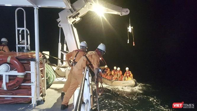 Tàu SAR 412 triển khai cứu nạn ngư dân trên biển (ảnh do SAR 412 cung cấp)