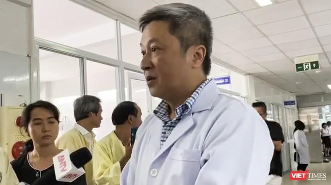 Thứ trưởng Bộ Y tế - Nguyễn Trường Sơn đã đến Đà Nẵng trả lời phỏng vấn của phóng viên trong chuyến kiểm tra tại bệnh viện Phụ nữ Đà Nẵng chiều 21/11