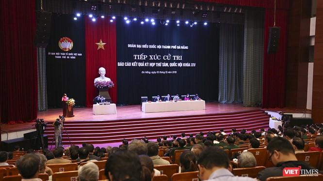 Quang cảnh buổi tiếp xúc cử tri của Đoàn đại biểu Quốc hội TP Đà Nẵng với cử tri các quận Sơn Trà, Thanh Khê và Hải Châu (TP Đà Nẵng) diễn ra sáng 3/12